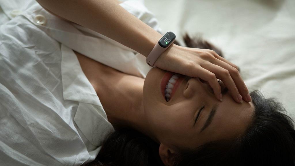 دستبند سلامتی شیائومی مدل می بند ۴ گلوبال